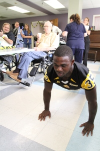 UAPB Golden Lions Running Back KeShawn Williams does 50 pushups in honor of a patient that walked 50 feet